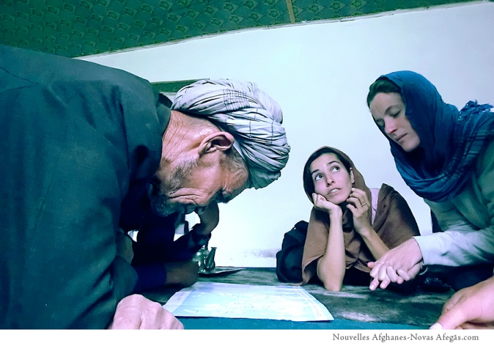 Claudia, Alice y el jefe de la shurah d'Ahangaran